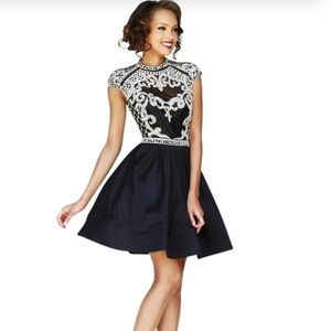 Dress in very good condition wear to:prom wedding